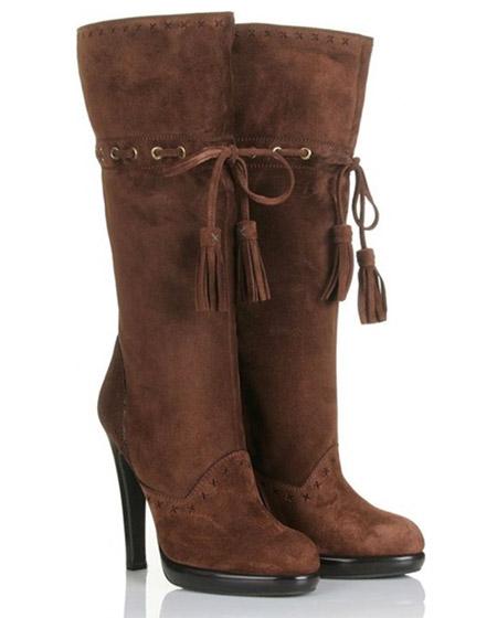 Yves Saint Laurent Chelsea 105 Boots